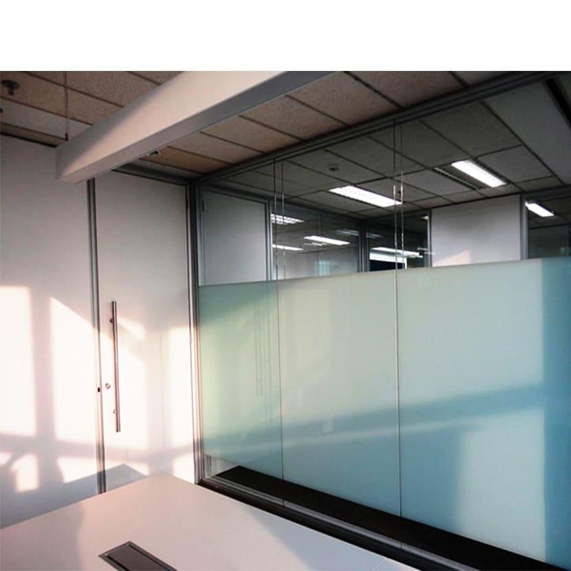 Zona de doble acristalamiento con mamparas de oficina 3C Equipamientos