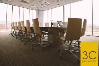 ¿Qué características hacen a una silla de oficina ergonómica?